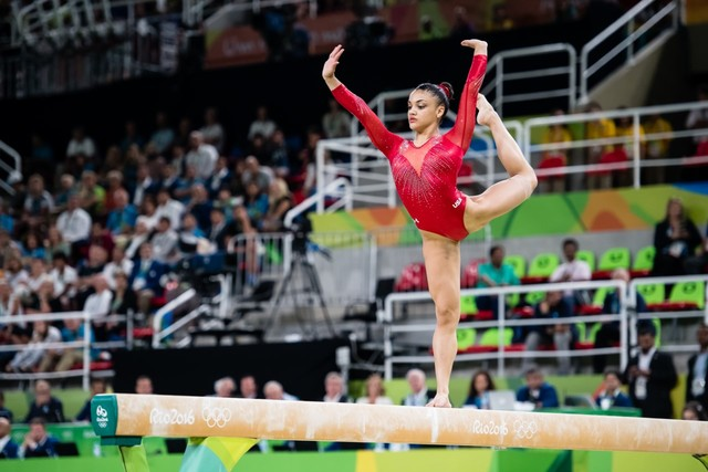 Ralphie Report: Laurie Hernandez is looking good in 'Dancing With The Stars'
